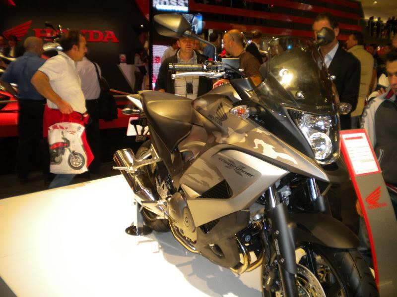 EICMA 2011,  Vu qu'il y a quelques motards ici ... version II ..  DSCN1608