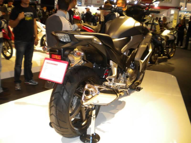 EICMA 2011,  Vu qu'il y a quelques motards ici ... version II ..  DSCN1609