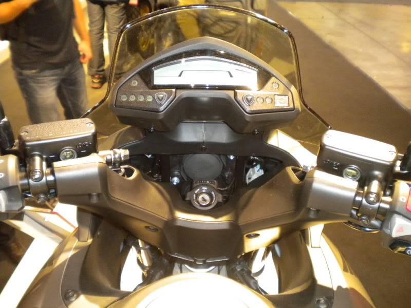 EICMA 2011,  Vu qu'il y a quelques motards ici ... version II ..  DSCN1610