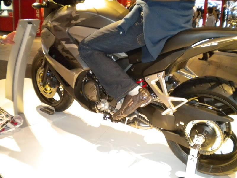 EICMA 2011,  Vu qu'il y a quelques motards ici ... version II ..  DSCN1611