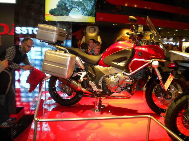 EICMA 2011,  Vu qu'il y a quelques motards ici ... version II ..  DSCN1612