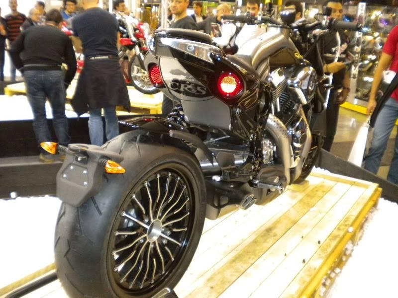 EICMA 2011,  Vu qu'il y a quelques motards ici ... version II ..  DSCN1620
