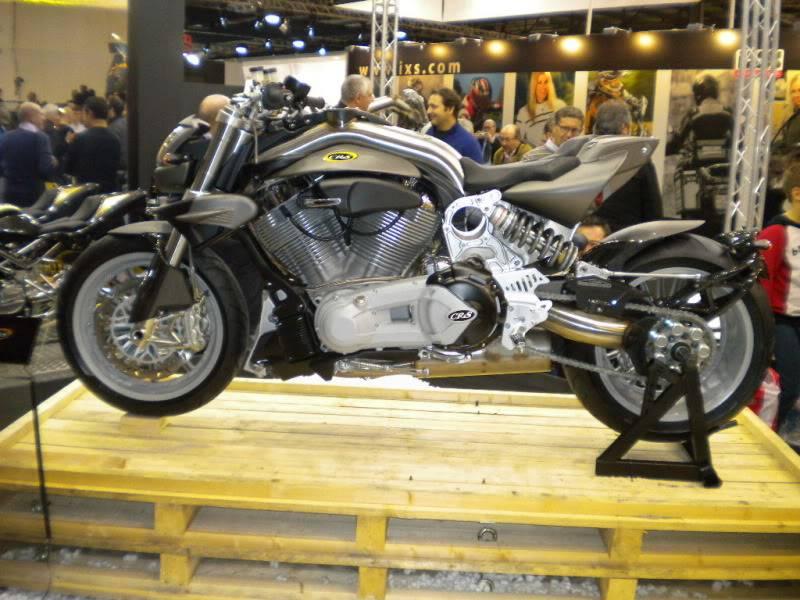 EICMA 2011,  Vu qu'il y a quelques motards ici ... version II ..  DSCN1621