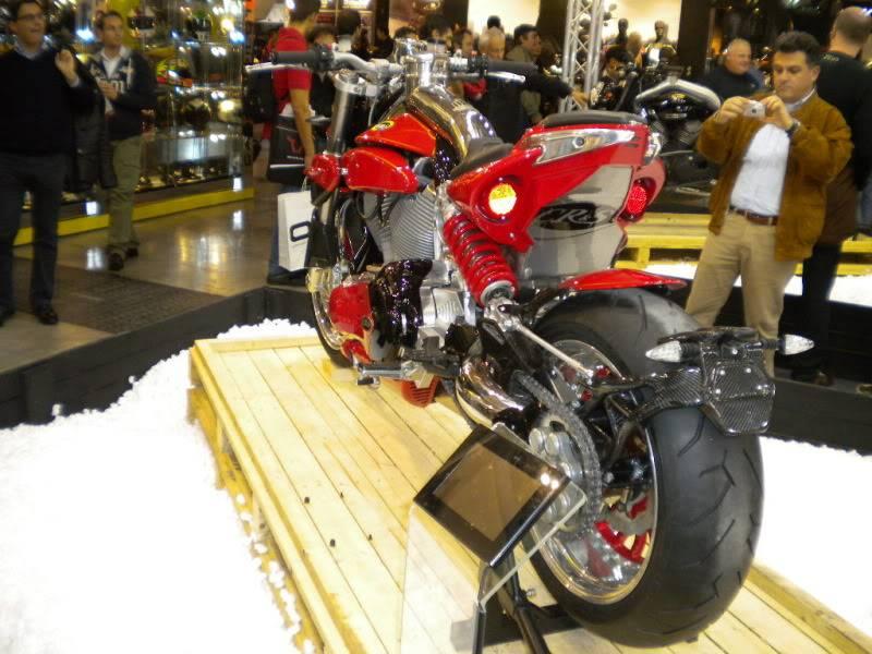 EICMA 2011,  Vu qu'il y a quelques motards ici ... version II ..  DSCN1626
