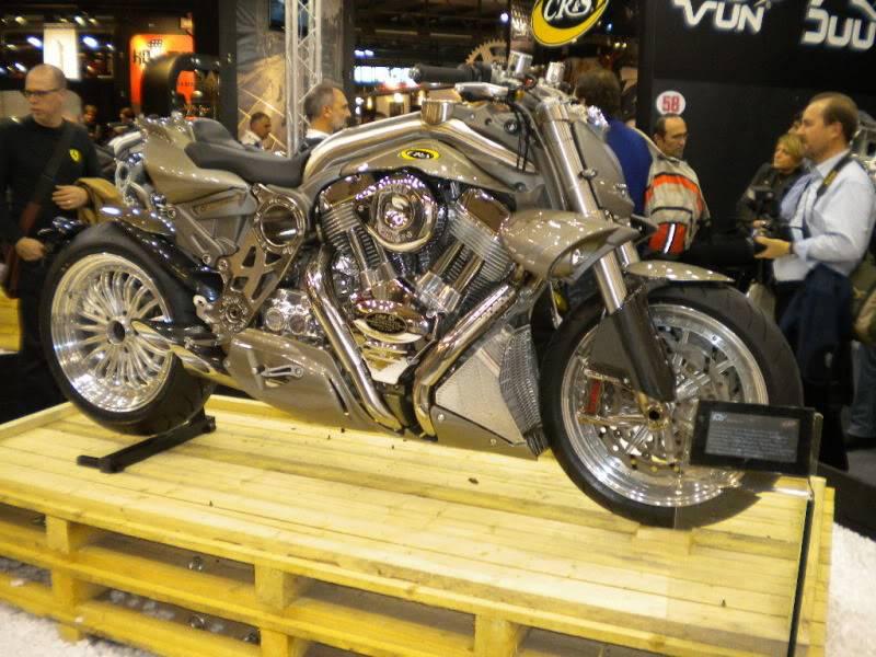 EICMA 2011,  Vu qu'il y a quelques motards ici ... version II ..  DSCN1627