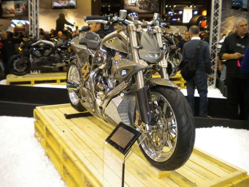 EICMA 2011,  Vu qu'il y a quelques motards ici ... version II ..  DSCN1628