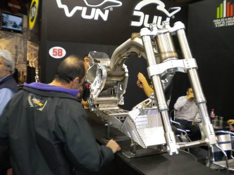 EICMA 2011,  Vu qu'il y a quelques motards ici ... version II ..  DSCN1629