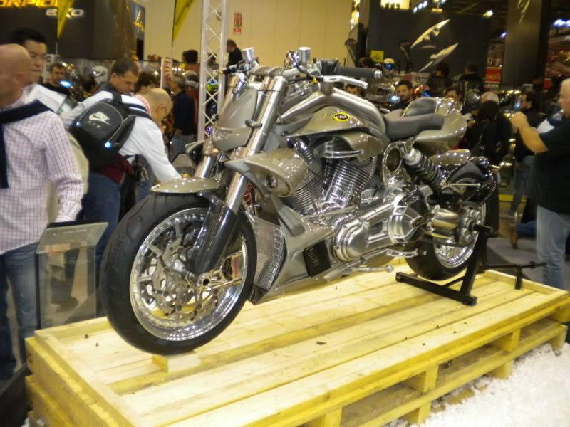 EICMA 2011,  Vu qu'il y a quelques motards ici ... version II ..  DSCN1630