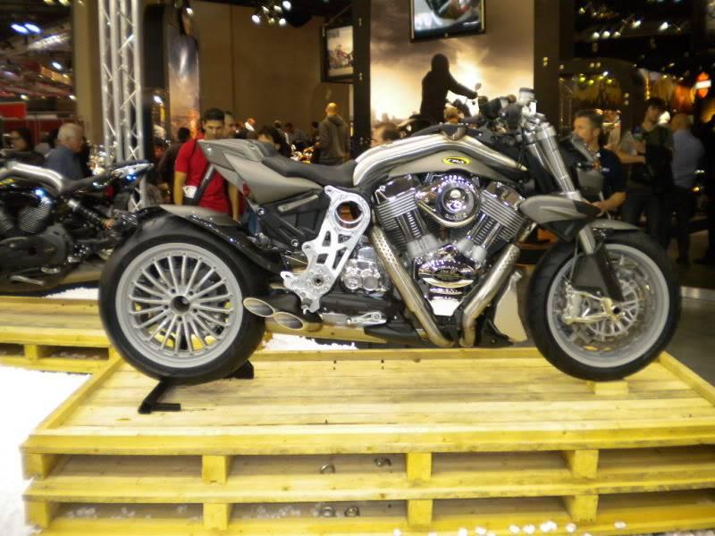 EICMA 2011,  Vu qu'il y a quelques motards ici ... version II ..  DSCN1631