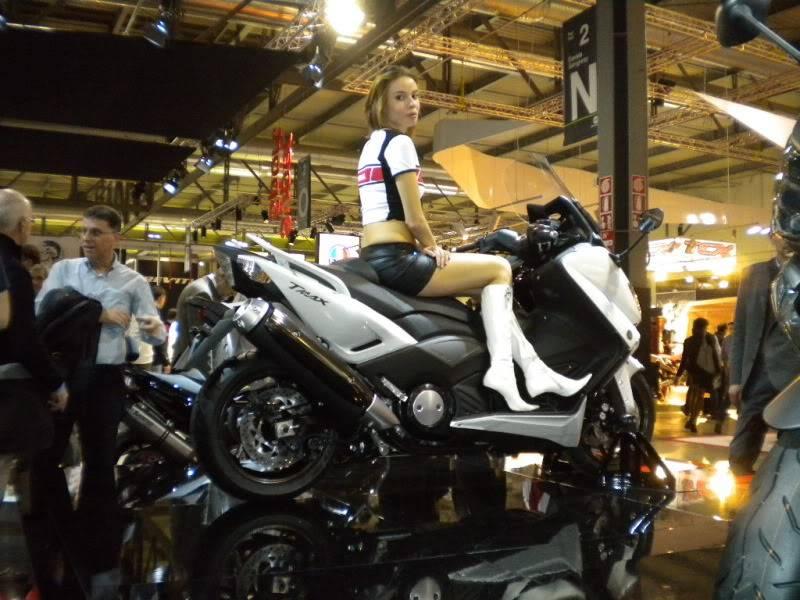 EICMA 2011,  Vu qu'il y a quelques motards ici ... version II ..  DSCN1638