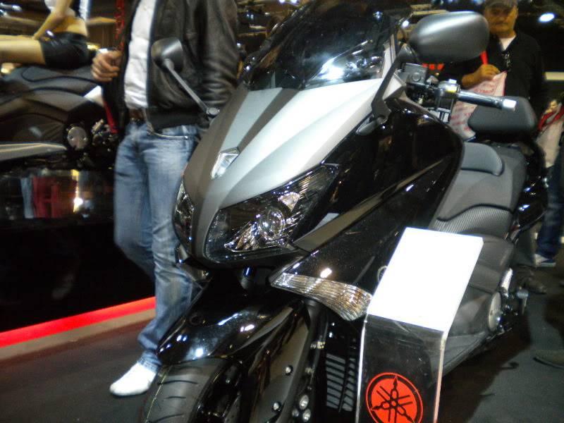 EICMA 2011,  Vu qu'il y a quelques motards ici ... version II ..  DSCN1640