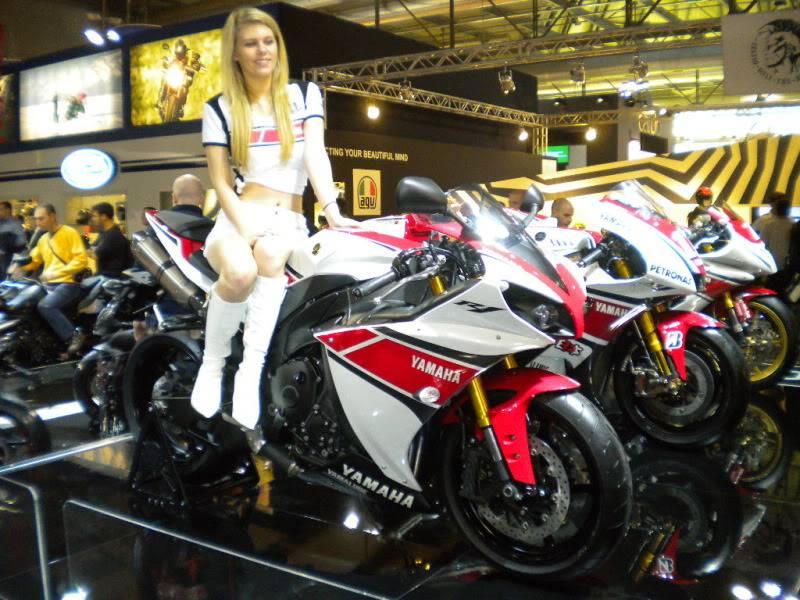 EICMA 2011,  Vu qu'il y a quelques motards ici ... version II ..  DSCN1641