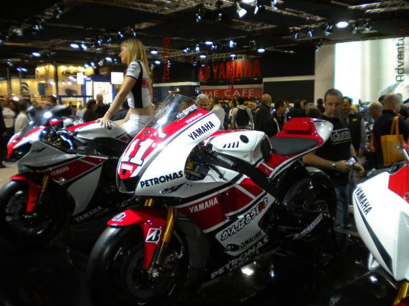 EICMA 2011,  Vu qu'il y a quelques motards ici ... version II ..  DSCN1643