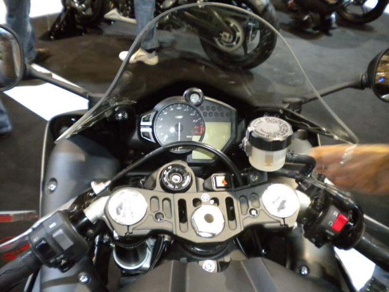 EICMA 2011,  Vu qu'il y a quelques motards ici ... version II ..  DSCN1647