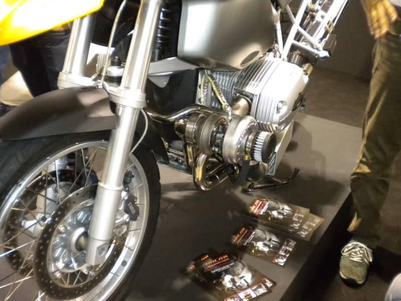 EICMA 2011,  Vu qu'il y a quelques motards ici ... version II ..  DSCN1658