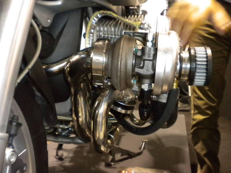 EICMA 2011,  Vu qu'il y a quelques motards ici ... version II ..  DSCN1659