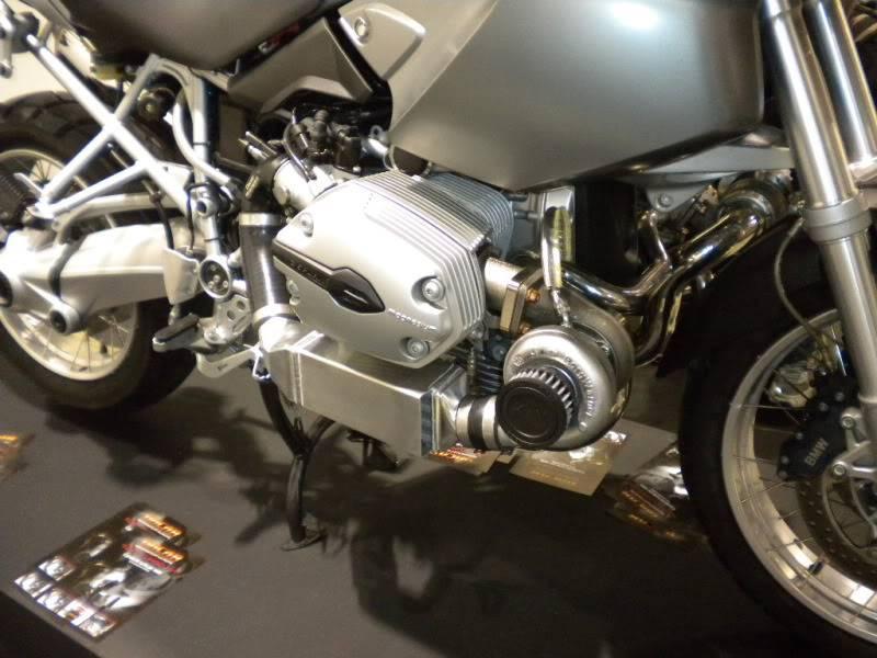 EICMA 2011,  Vu qu'il y a quelques motards ici ... version II ..  DSCN1661