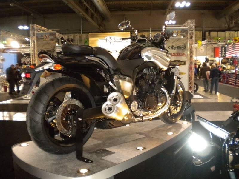 EICMA 2011,  Vu qu'il y a quelques motards ici ... version II ..  DSCN1663