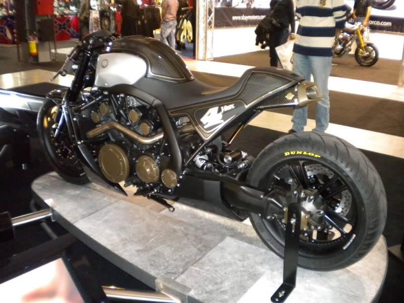 EICMA 2011,  Vu qu'il y a quelques motards ici ... version II ..  DSCN1664