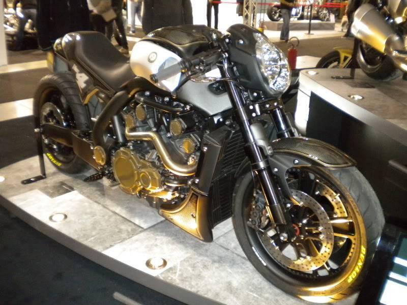 EICMA 2011,  Vu qu'il y a quelques motards ici ... version II ..  DSCN1665