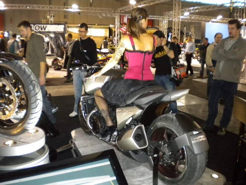 EICMA 2011,  Vu qu'il y a quelques motards ici ... version II ..  DSCN1666