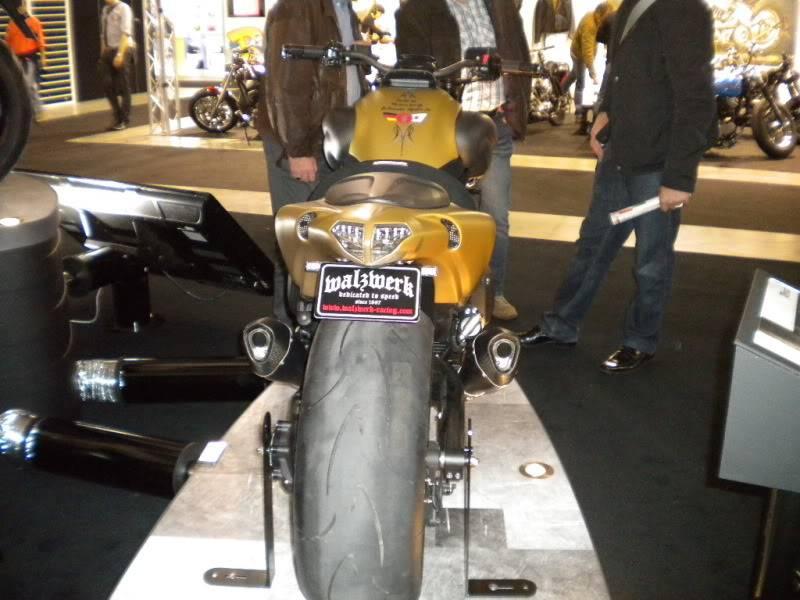 EICMA 2011,  Vu qu'il y a quelques motards ici ... version II ..  DSCN1668