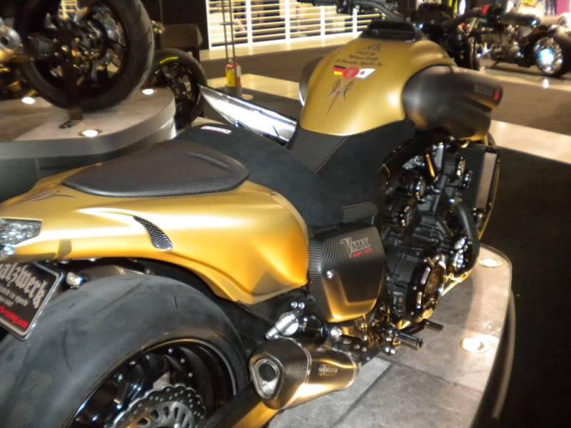 EICMA 2011,  Vu qu'il y a quelques motards ici ... version II ..  DSCN1669