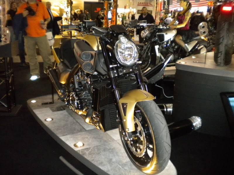EICMA 2011,  Vu qu'il y a quelques motards ici ... version II ..  DSCN1670