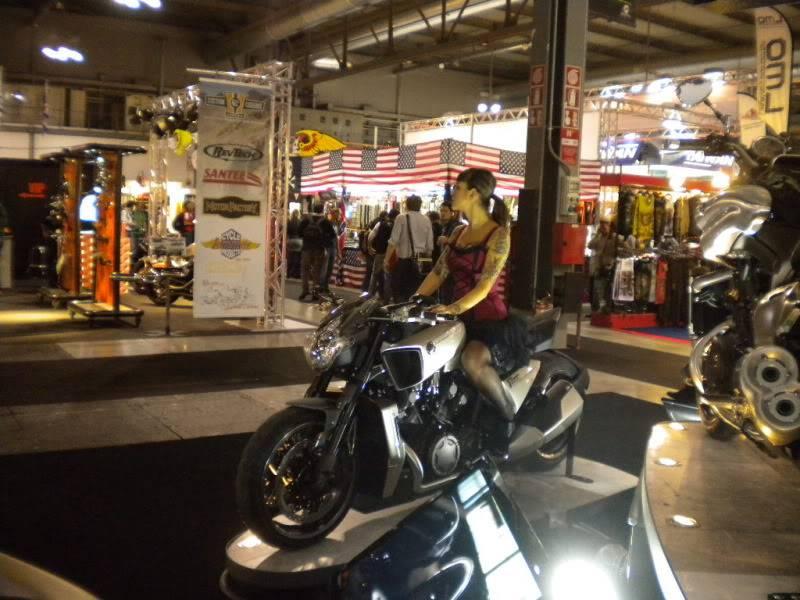 EICMA 2011,  Vu qu'il y a quelques motards ici ... version II ..  DSCN1671