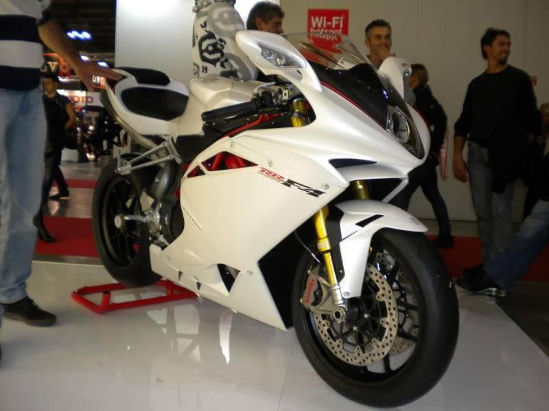 EICMA 2011,  Vu qu'il y a quelques motards ici ... version II ..  DSCN1679