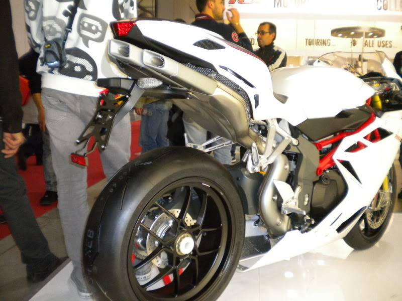 EICMA 2011,  Vu qu'il y a quelques motards ici ... version II ..  DSCN1680