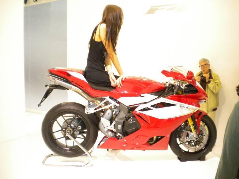 EICMA 2011,  Vu qu'il y a quelques motards ici ... version II ..  DSCN1683