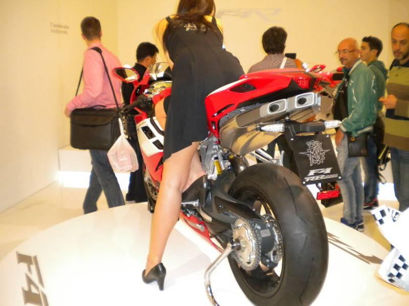 EICMA 2011,  Vu qu'il y a quelques motards ici ... version II ..  DSCN1686