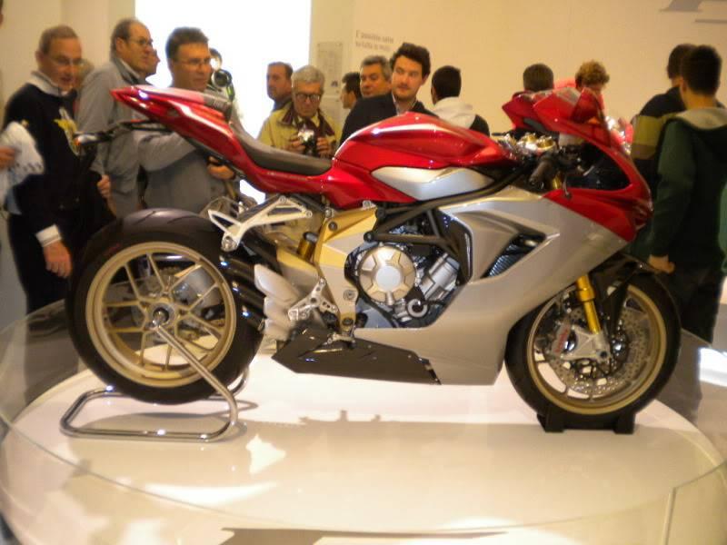 EICMA 2011,  Vu qu'il y a quelques motards ici ... version II ..  DSCN1687