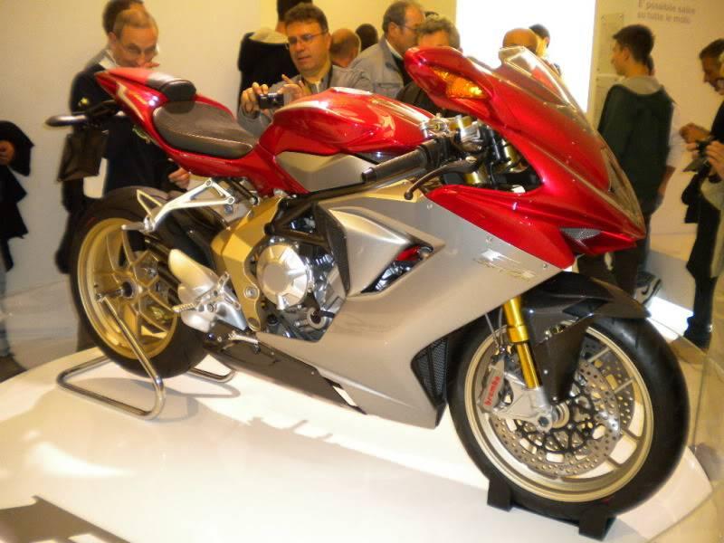 EICMA 2011,  Vu qu'il y a quelques motards ici ... version II ..  DSCN1688