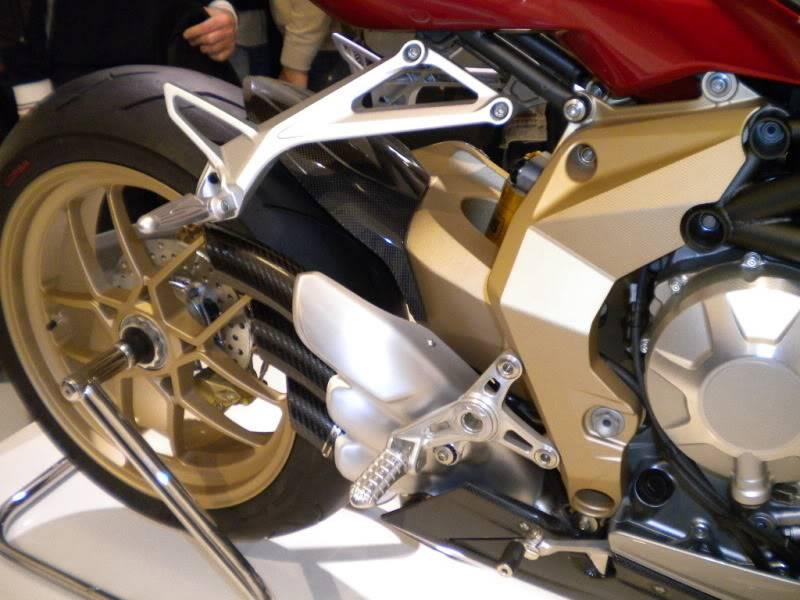 EICMA 2011,  Vu qu'il y a quelques motards ici ... version II ..  DSCN1689