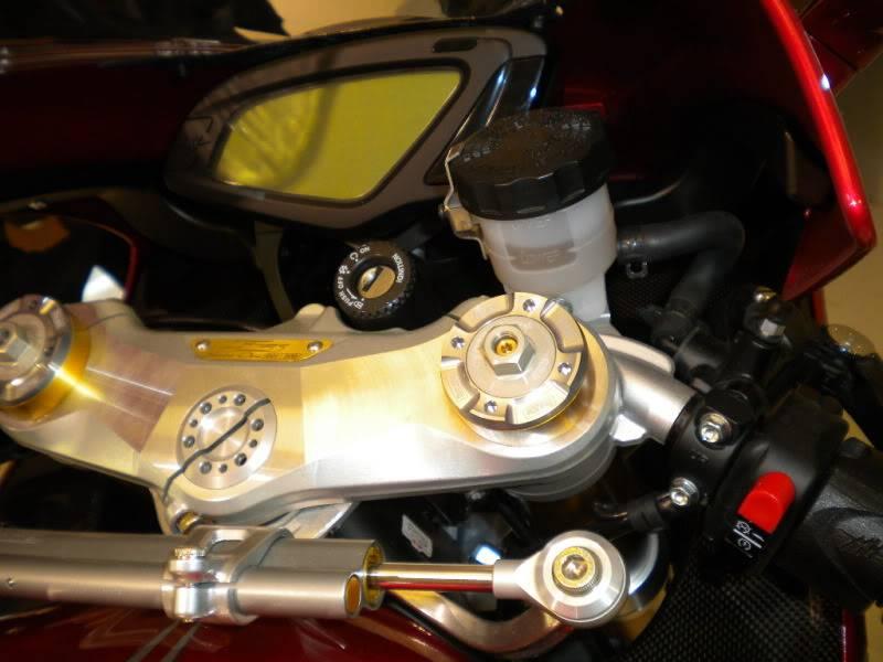 EICMA 2011,  Vu qu'il y a quelques motards ici ... version II ..  DSCN1690
