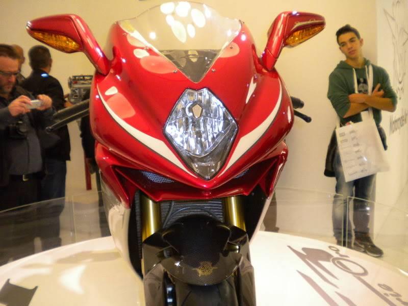 EICMA 2011,  Vu qu'il y a quelques motards ici ... version II ..  DSCN1691