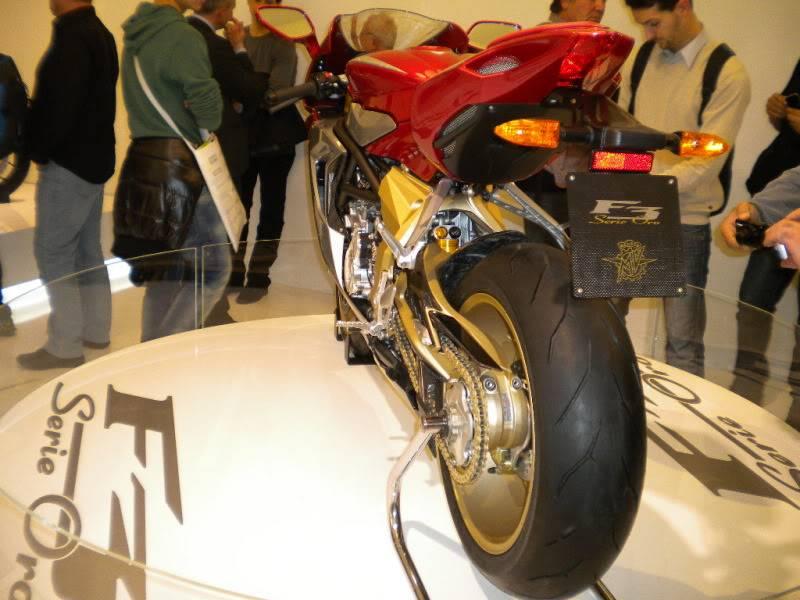 EICMA 2011,  Vu qu'il y a quelques motards ici ... version II ..  DSCN1692