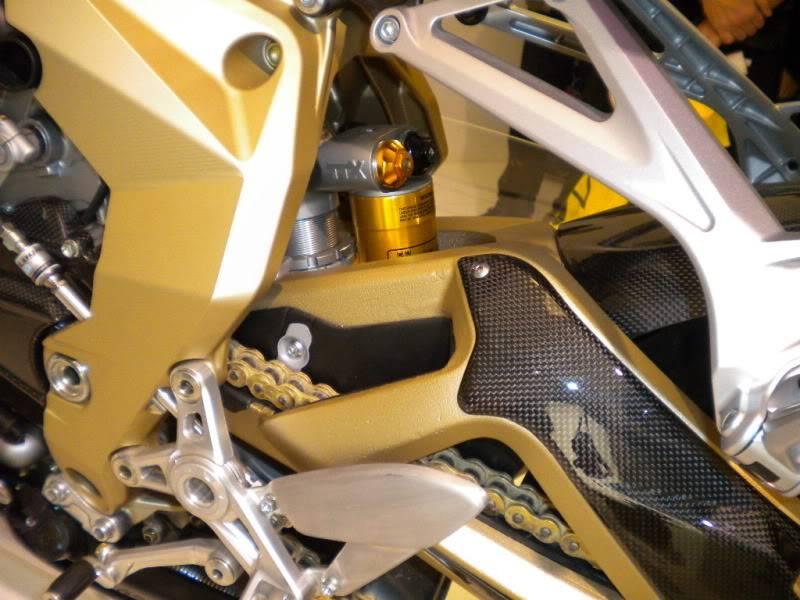 EICMA 2011,  Vu qu'il y a quelques motards ici ... version II ..  DSCN1696