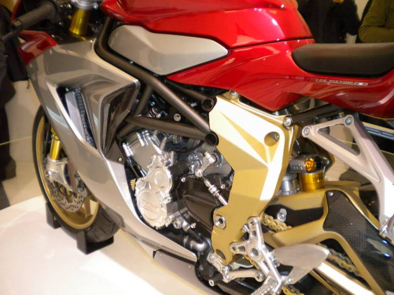 EICMA 2011,  Vu qu'il y a quelques motards ici ... version II ..  DSCN1697
