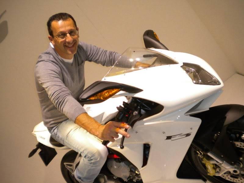 EICMA 2011,  Vu qu'il y a quelques motards ici ... version II ..  DSCN1699