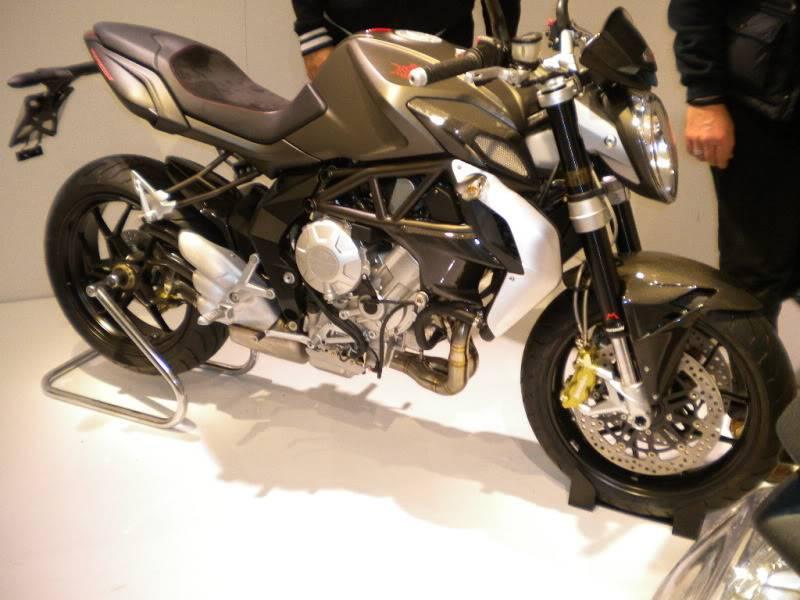 EICMA 2011,  Vu qu'il y a quelques motards ici ... version II ..  DSCN1701