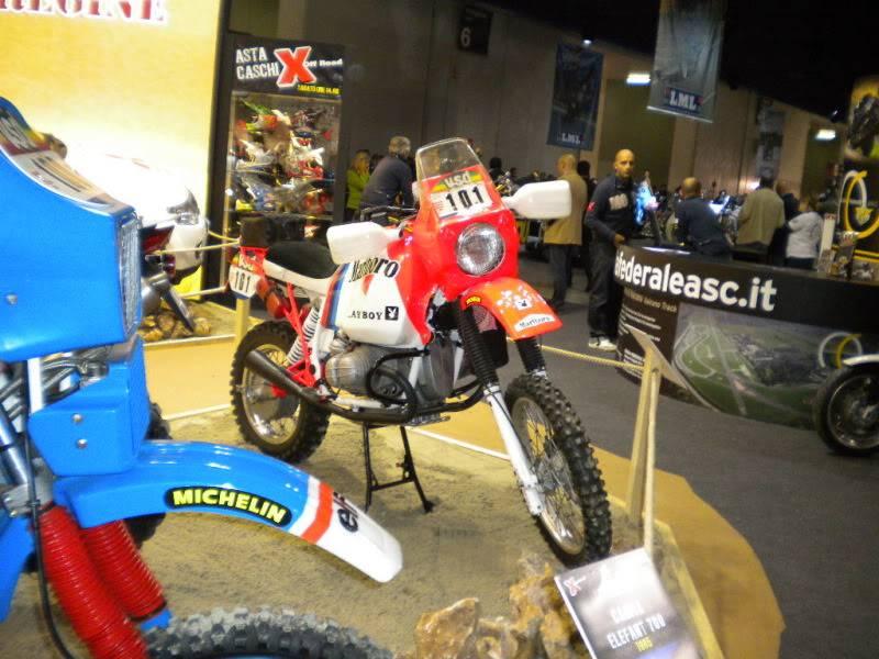 EICMA 2011,  Vu qu'il y a quelques motards ici ... version II ..  DSCN1704
