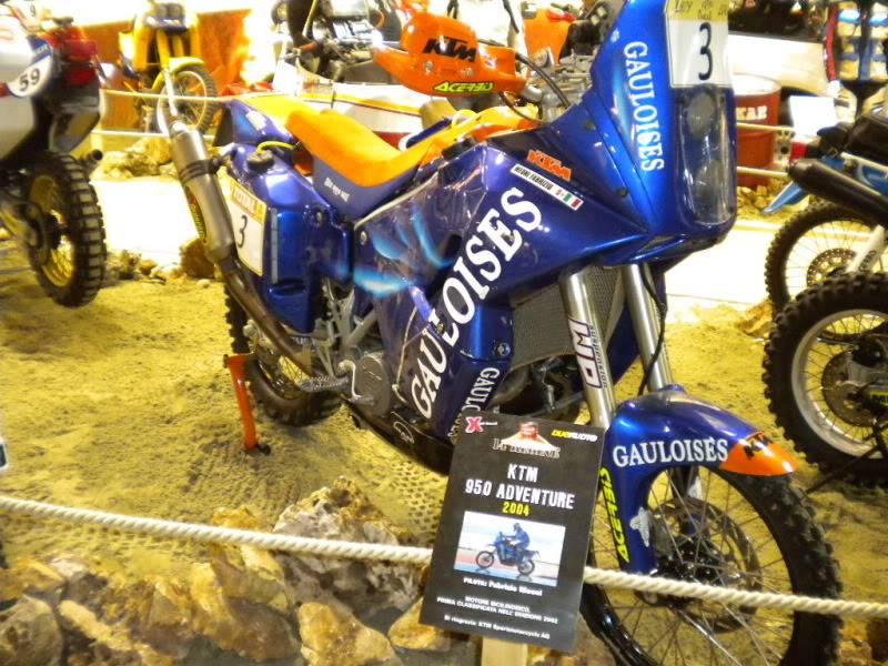 EICMA 2011,  Vu qu'il y a quelques motards ici ... version II ..  DSCN1706