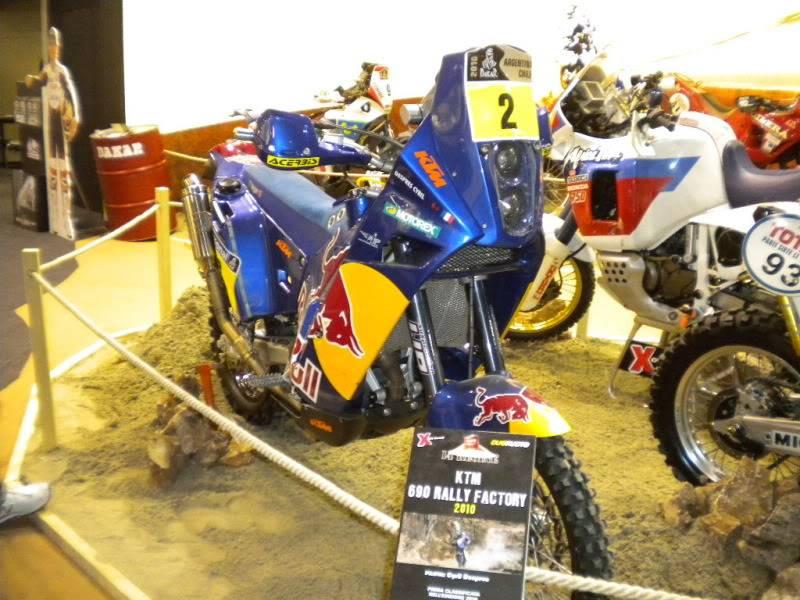EICMA 2011,  Vu qu'il y a quelques motards ici ... version II ..  DSCN1708