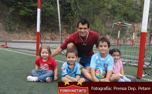 Deportivo Petare | Los Petareños - Página 7 Unasesinmuyespecialconlospequeosdelacasa