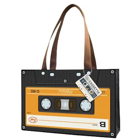 the party is for you ( Lucy's Birthday) - Página 2 Bolso-cassette1