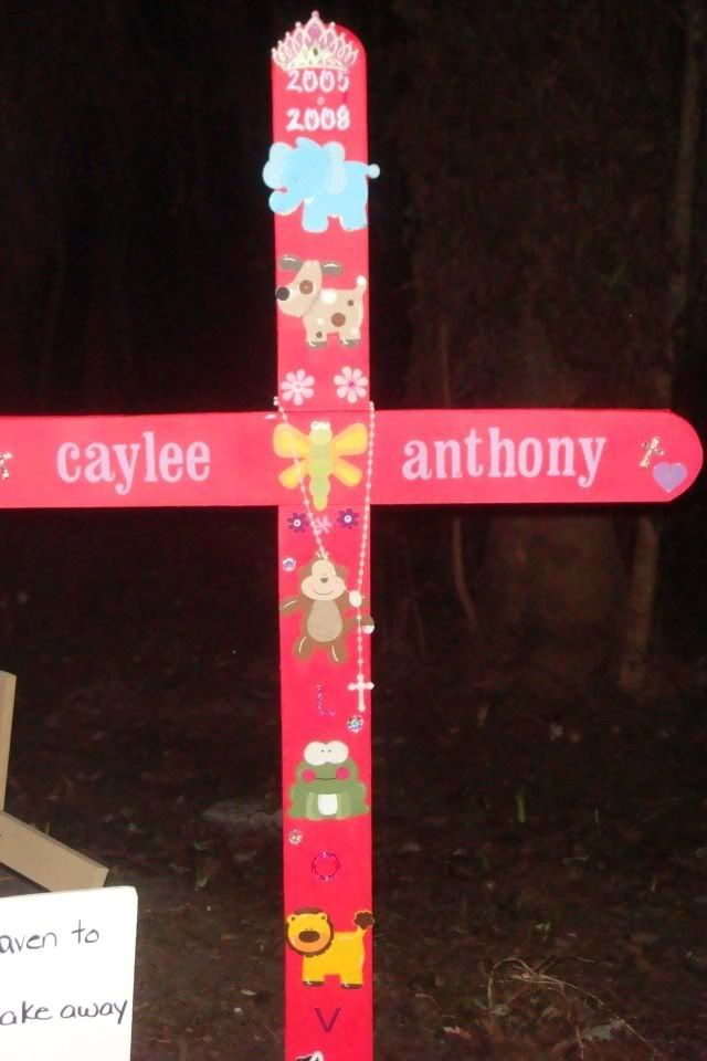 Caylee's Memorial Site/Fox Bloggers Cayleecross6