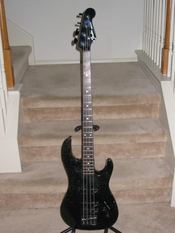 Baixos Fender no mínimo estranhos... 110-1050_IMG
